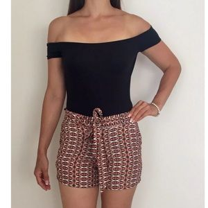 COUNTRY ROAD Red White Ikat Belted Shorts Sz 6